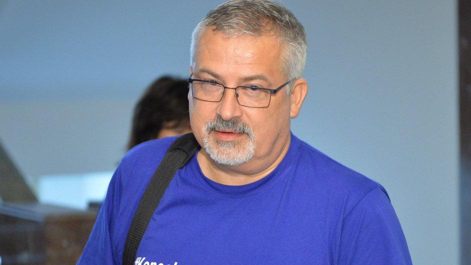 Předseda školských odborů František Dobšík.