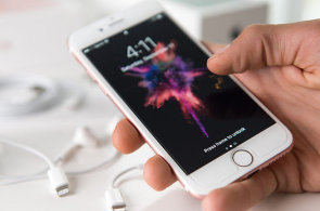 iPhony se 32GB pam�t� jsou pomalej��, ��st m� slab� LTE a n�kolik iPhon� u� vyho�elo