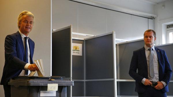 Svůj hlas už v Haagu odevzdal Geert Wilders.