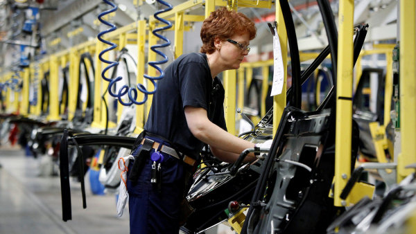 Volvo bud od roku 2019 uvádět elektromobily nebo hybridy - Ilustrační foto.