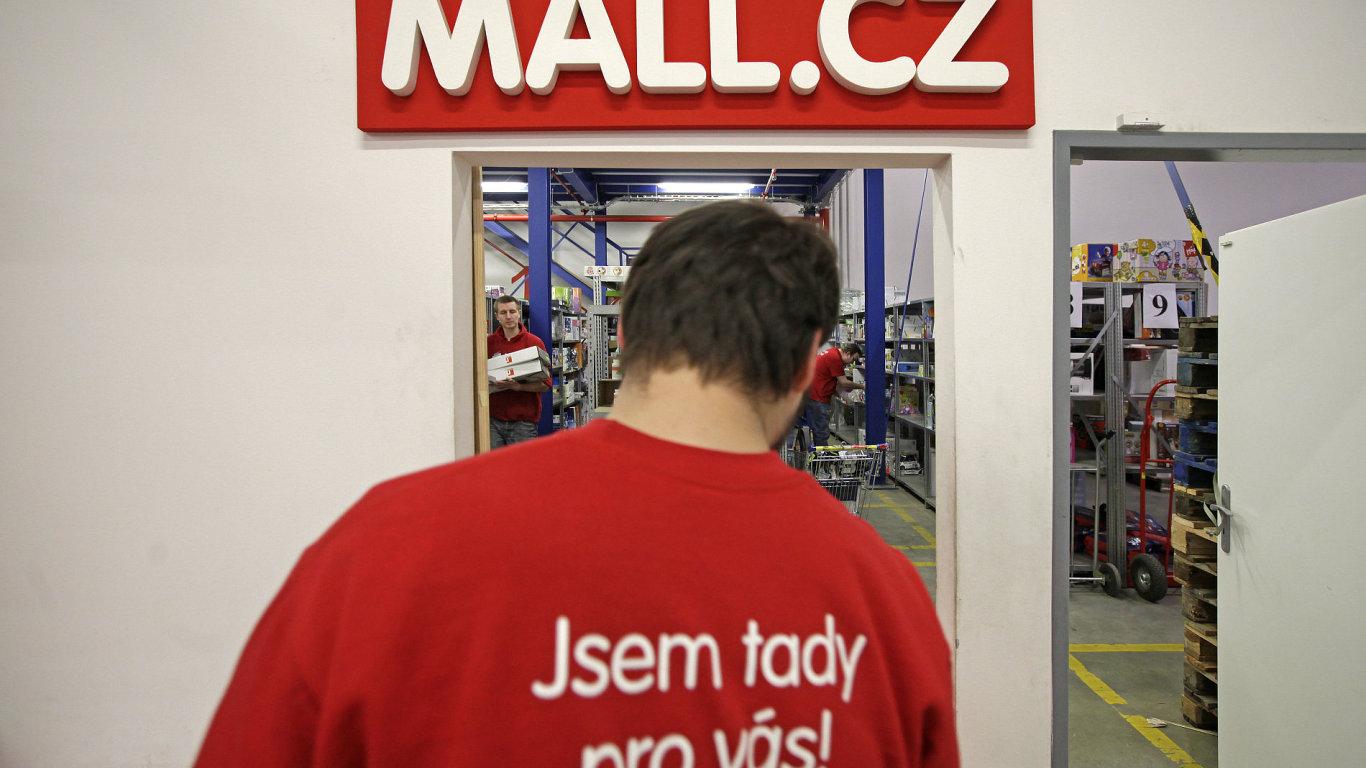 Velkosklad e-shopu Mall.cz. Firmu ovládl investiční fond Rockaway Capital.