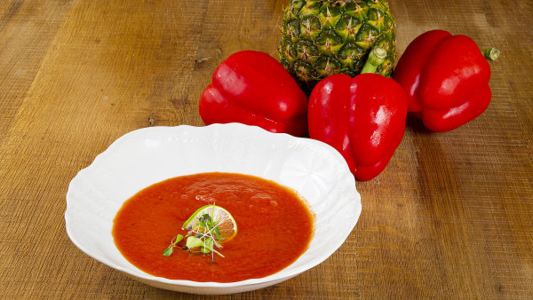 Studená papriková polévka s ananasem