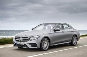 Mercedes poráží konkurenční výrobce luxusních vozů Audi a BMW nejen ve světě, ale i v Česku