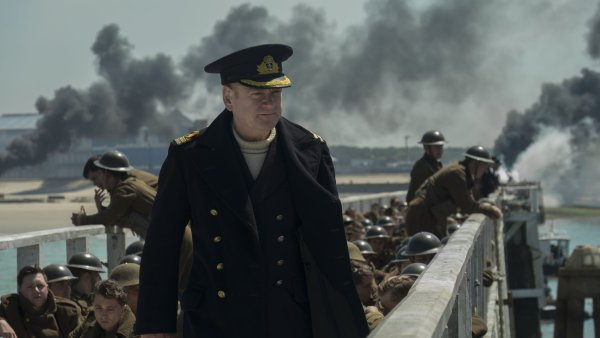 Film Dunkerk zavede diváky na pláž, kde roku 1940 čekalo asi 400 tisíc Britů na záchrannou operaci a cestu domů.