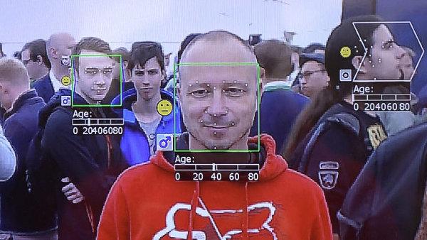 V Praze představili systém na rozpoznání obličeje. Tipuje i věk, ženy nevěří vlastním očím