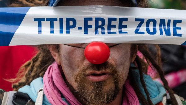 """Zcela """"uledu"""" jsou jednání mezi Evropskou unií aSpojenými státy odohodě zvané TTIP, jež by mohla vytvořit největší zónu volného obchodu nasvětě."""