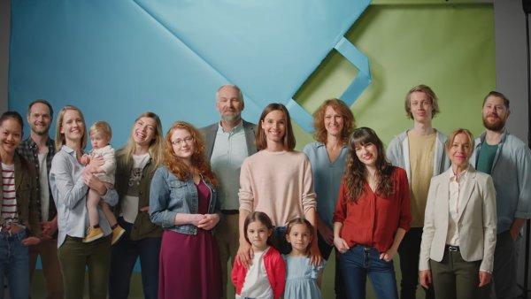 """V reklamě se ukazuje báječná """"rodina"""" okolo Rohlíku."""