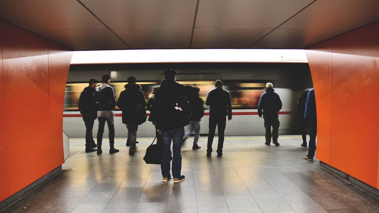 Kolik času tráví Češi cestou do práce? ilustrační foto
