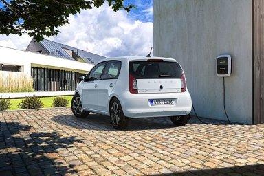 Prvních 500 zákazníků, kteří si vůz závazně objednají, získá bezplatné nabíjení ve veřejné síti skupiny ČEZ po dobu jednoho roku.