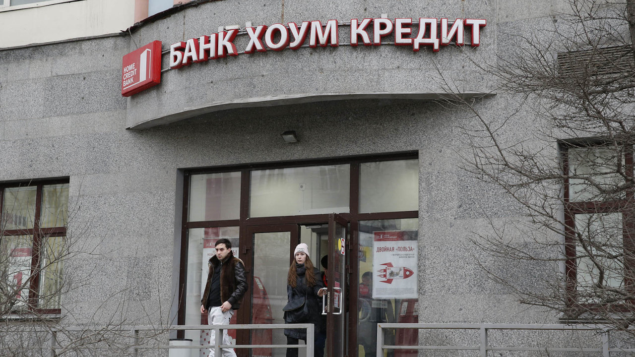 Problémy súvěry: Ruský trh se spotřebitelskými úvěry, nakterém Home Credit působí, prošel několika krizemi aodborníci upozorňují, že mnoho dlužníků má pět avíce úvěrů.