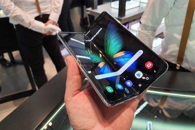 Skládací telefon Samsung znovu uvede 6. září v Koreji.