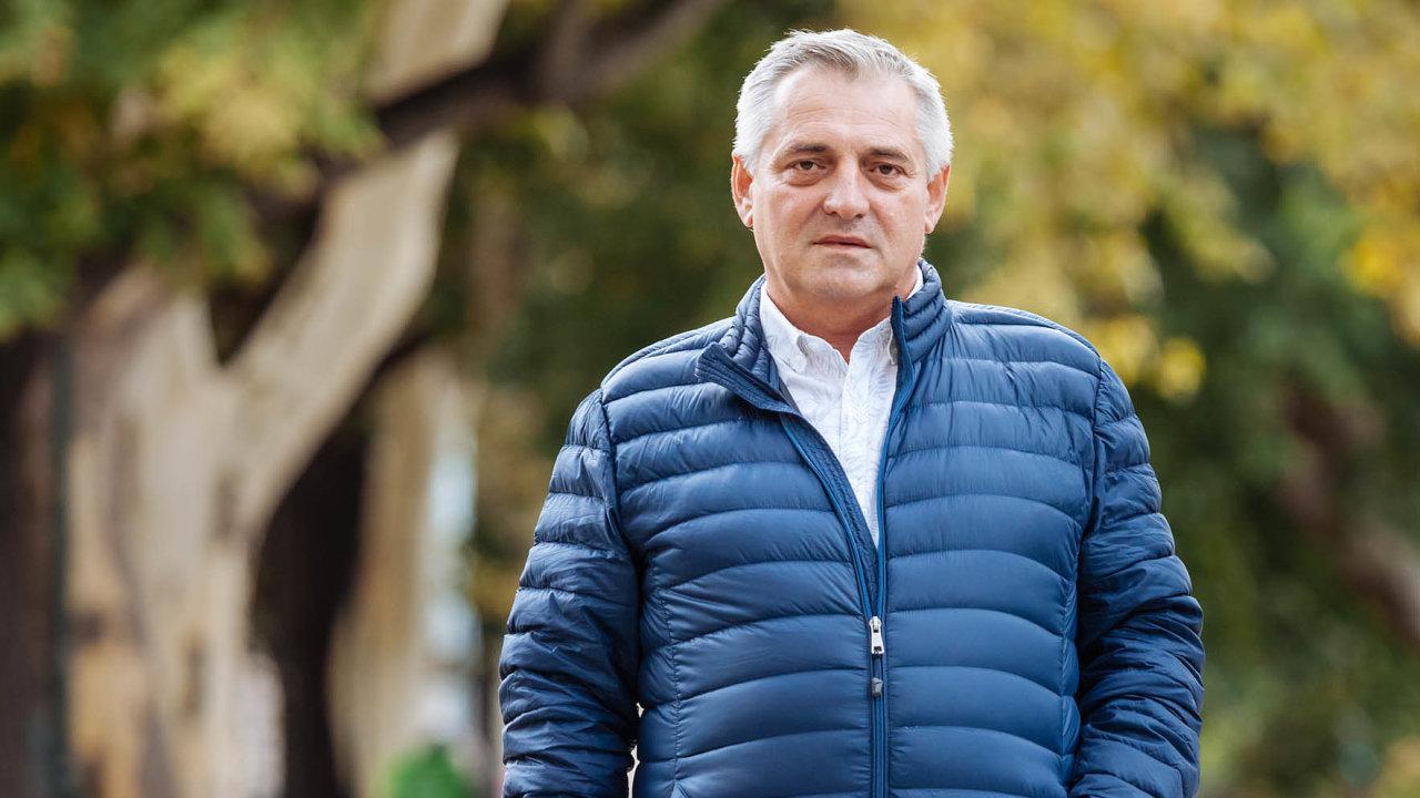Policie našla upředsedy Úřadu naochranu hospodářské soutěže Petra Rafaje najaře dva miliony korun anyní prověřuje, zda nešlo oúplatky. Peníze mu proto nevrátila.