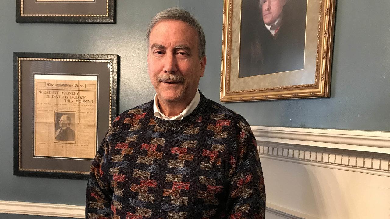 Politolog Larry Sabato, profesor naUniversity of Virginia vCharlottesvillu