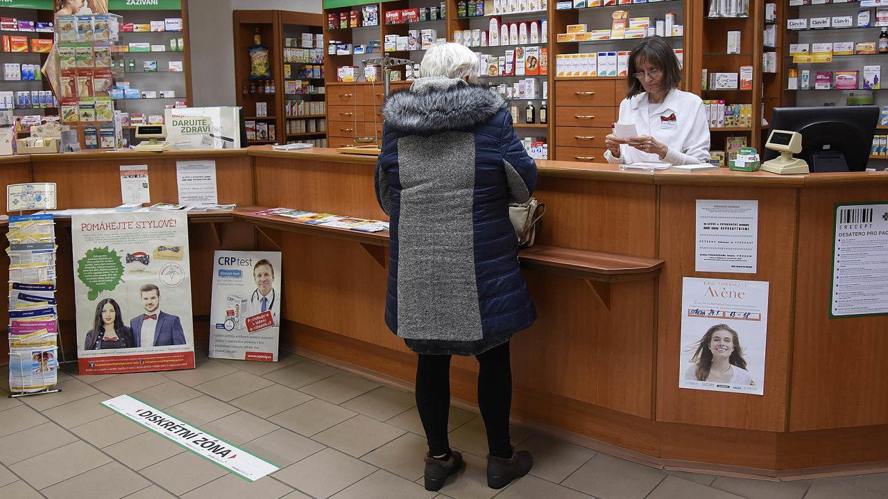 Lékový záznam: Kromě lékařů se kdatům pacientů od června dostanou ilékárníci.