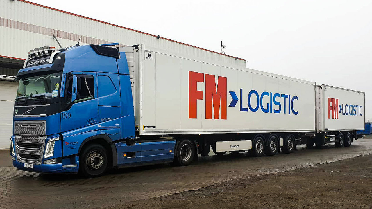 Firma FM Logistic nasadila dlouhou silniční soupravu, tzv. road train.