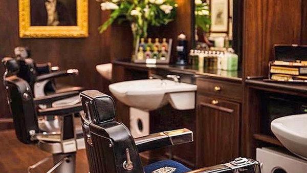 Nejstarší barbershop nasvětě Truefitt &Hill otevřel pobočku naVinohradské třídě.