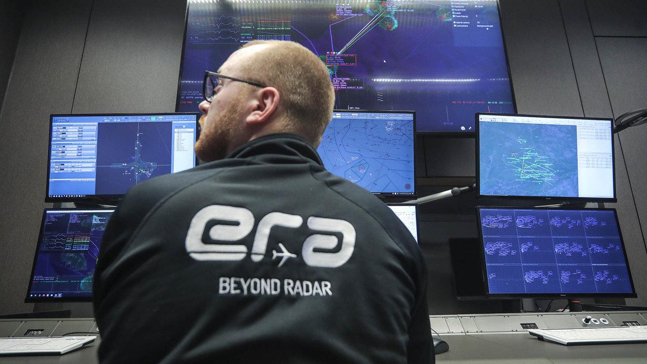Moderní sledování: Pasivní sledovací systémy odEry monitorují okolí stejně jako radary. Narozdíl odnich však nevydávají signál anejde je vysledovat.
