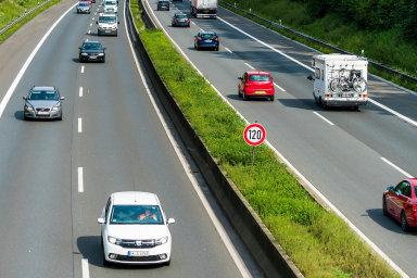 Němci stále debatují, zda by ikvůli bezpečnosti aklimatu neměli zavést rychlostní limit. Zatím ho mají na 30 procentech celkové délky dálnic.