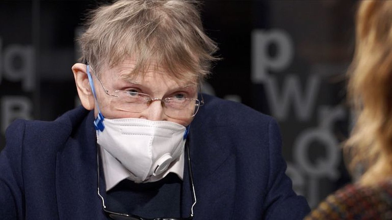 Svoboda: Koronavirus je geniálně ušitý na člověka. Promořit populaci může trvat roky.
