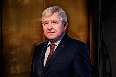 """""""Bude to zásah dobankovního sektoru, přivodí to jisté ztráty, ale bude-li to rozumně nastaveno, je bankovní sektor schopen tyto ztráty absorbovat,"""" říká guvernér České národní banky Jiří Rusnok."""