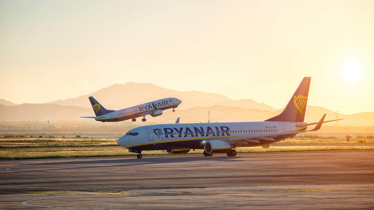 Ve čtvrtek 17. září je na programu valná hromada irských aerolinek Ryanair. Někteří akcionáři se chystají kritizovat bonus ve výši 450 tisíc eur, který dostal výkonný ředitel Michael O'Leary.