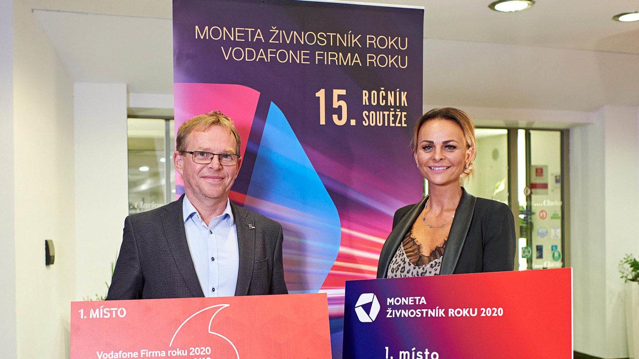 Vítězové: Miroslav Bartoš (API CZ) a Markéta Nováková, jež se zabývá opracováním kamene.