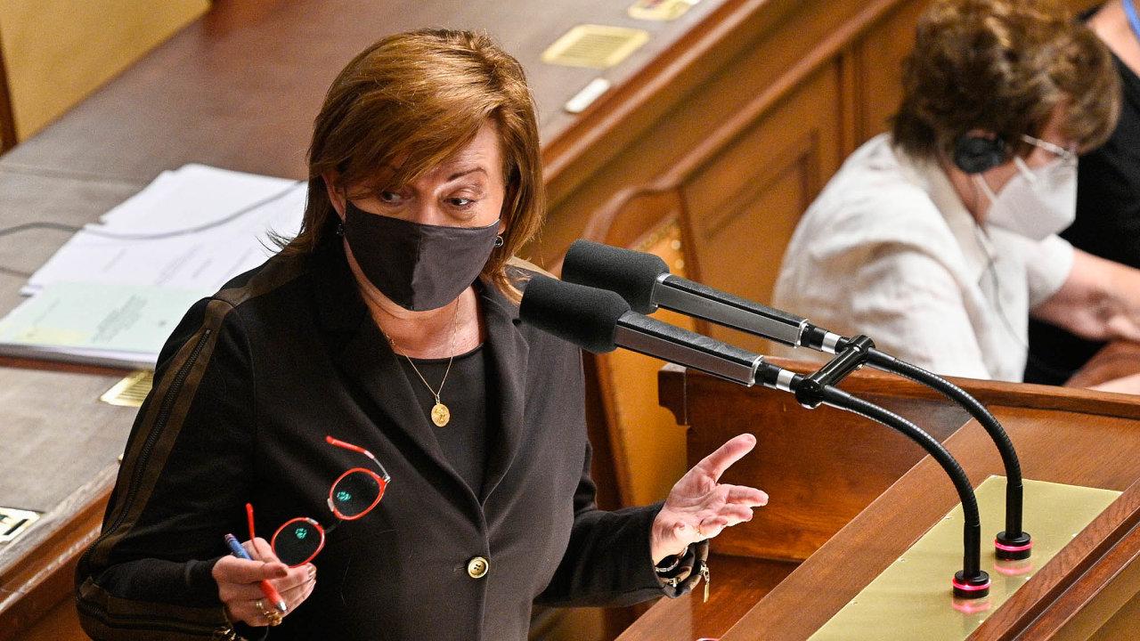 Přilepšit seniorům: Ministryně financí Alena Schillerová hájila vesněmovně vládní návrh vyplatit důchodcům ještě letos jednorázový příspěvek.