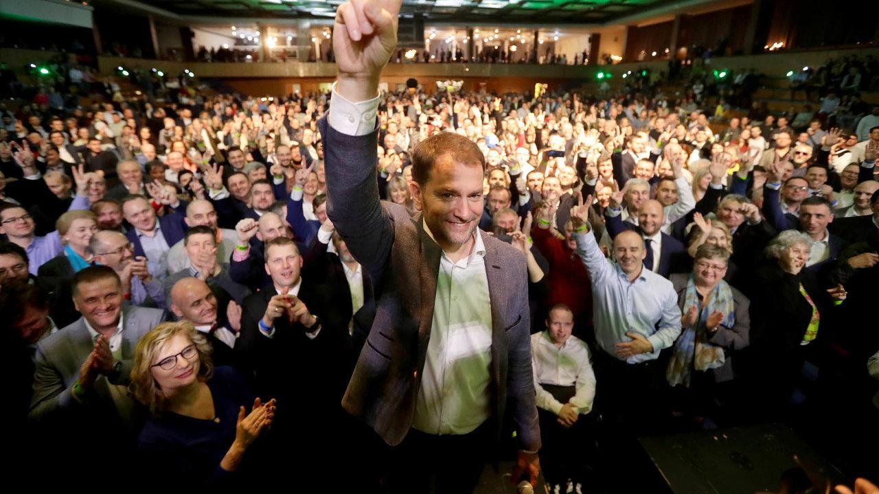 Igor Matovičslaví vítězství své strany OĽaNO vúnorových volbách. Během pandemie se však naplno ukázala jeho neschopnost dát náročnému vládnutí řád.
