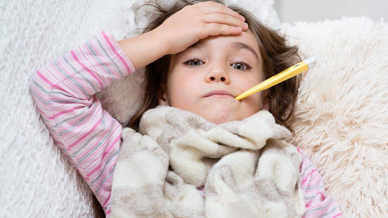 Dětští pacienti se včeských nemocnicích objevili 14 dní povrcholu druhé vlny pandemie. Pro onemocnění je typická vysoká horečka, vyrážky, krvavá oční víčka, velká únava. Velkým problémem je poškození orgánů, zejména pak srdce.