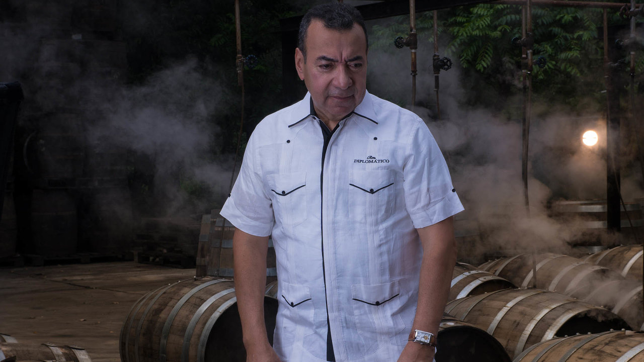 """Převážně navývoz. """"Tady je prémiový rum pro běžnou spotřebu příliš drahý,"""" říká José Rafael Ballesteros oDiplomáticu. Pro domácí venezuelský trh vyrábí jeho DUSA levnější, méně kvalitní rumy."""