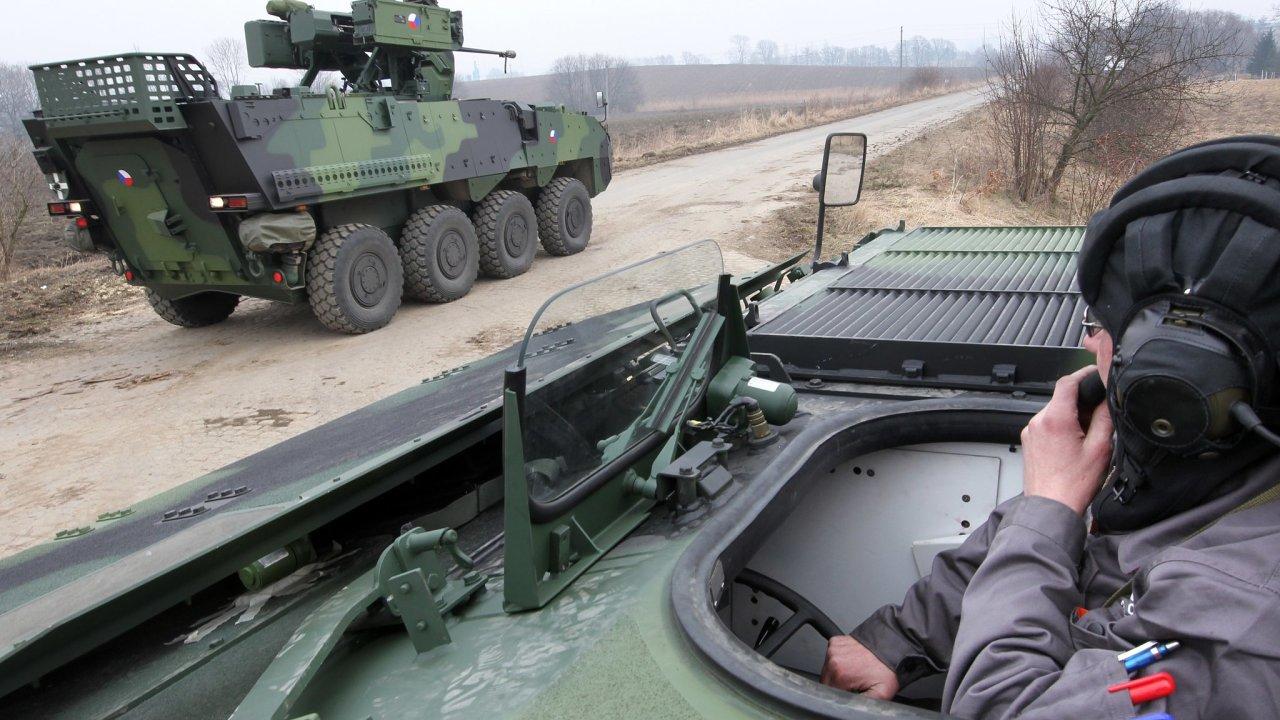 Obrněný transportér Pandur během zkušební jízdy