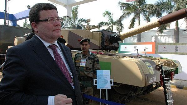 Čeští zbrojaři chtějí prodávat do Indie. Podívejte se na veletrh vojenské  techniky aa43d758d94
