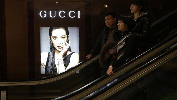 Módní značce Gucci, která patří pod francouzskou skupinu Kering, narostl zisk v první polovině roku o téměř 70 procent - Ilustrační foto.