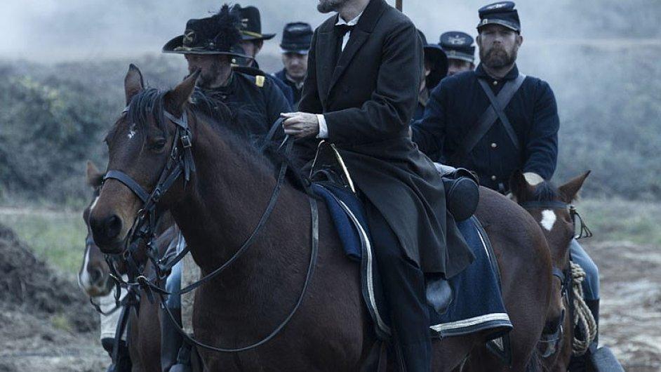 Lincolna si ve Spielbergově filmu zahrál Daniel Day-Lewis.