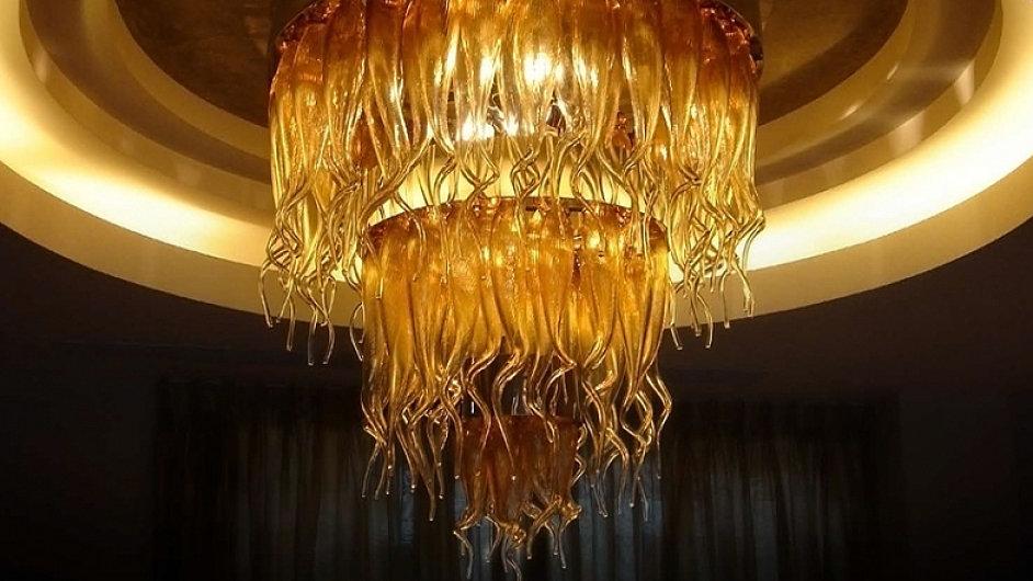 Tento lustr od firmy Clartés visí v soukromé rezidenci v čínské Šanghaji.