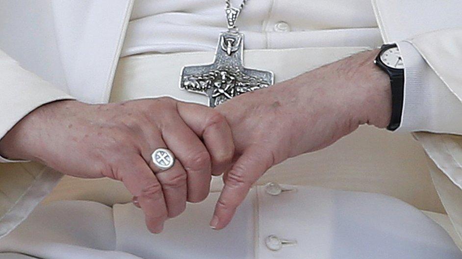 Papež František během generální audience na Svatopetrském náměstí