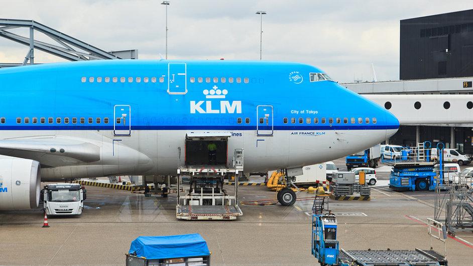 Při letu s KLM počítejte s 15 eury za odbavené zavazadlo.