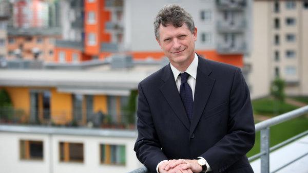 Pavel Mertl�k je poradcem premi�ra Sobotky a tvrd�, �e dan� by se m�ly zv�it.
