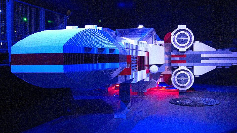 Kosmická loď X-Wing z legokostek