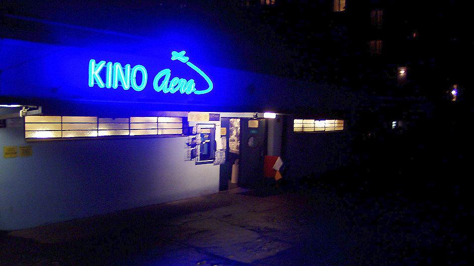 Společnost Aerofilms své přenosy nabízí i v pražském kině Aero.