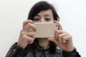 Čtvrtina z nás celý týden mobil nepoužije k telefonování, zato sdílíme biliony fotek
