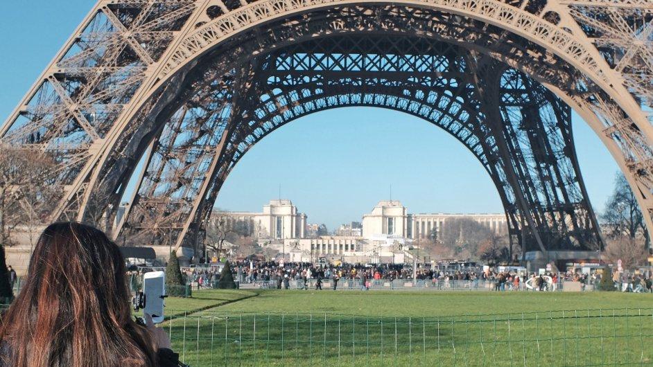 Turisté se ve Francii vyhýbají atraktivním památkám, patrně z obav z terorismu.