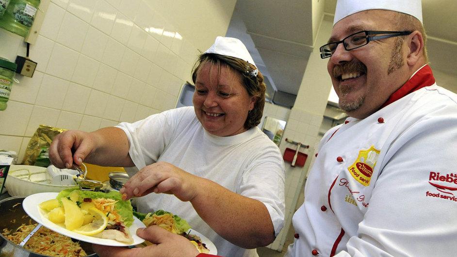 Odborníci chtějí ve školních jídelnách méně tuků a cukrů (ilustrační foto).