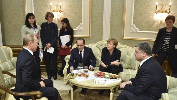 Vladimir Putin, François Hollande, Angela Merkelová a Petro Porošenko na summitu v Minsku.