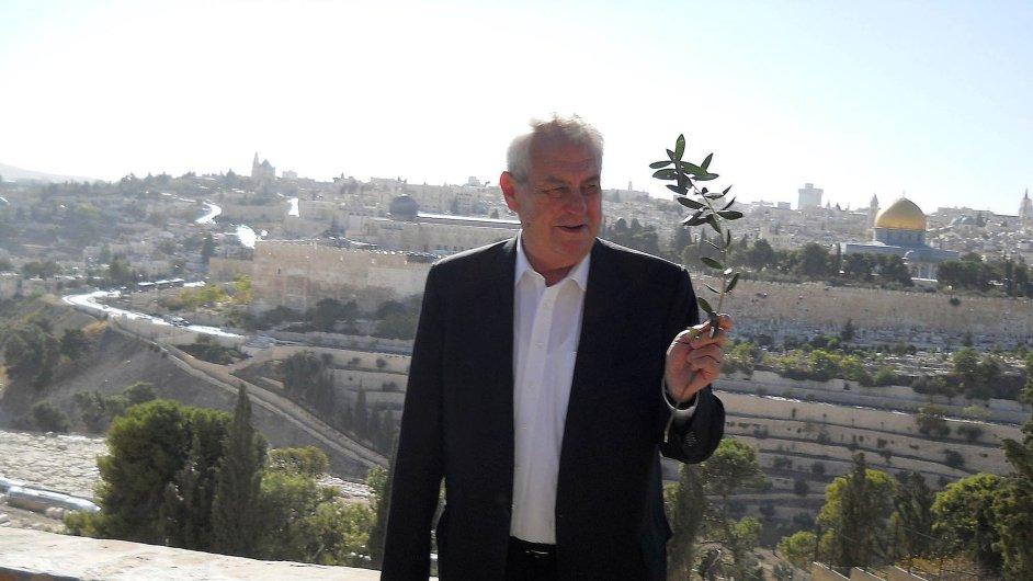 Izrael a jemu nakloněné osobnosti si Miloše Zemana pochvalují jako politika, který vždy stojí při nich.