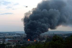 Požár ve skladu textilu na pražských Vysočanech