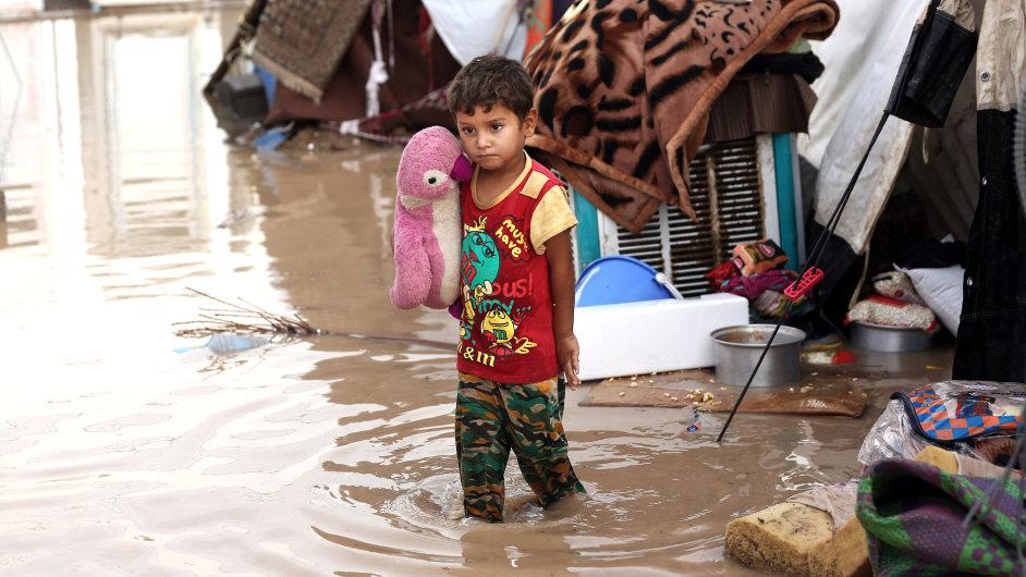 Pětiletý chlapec v iráckém uprchlickém táboře. Do Česka by mohlo přijít přes 150 iráckých křesťanů - Ilustrační foto.