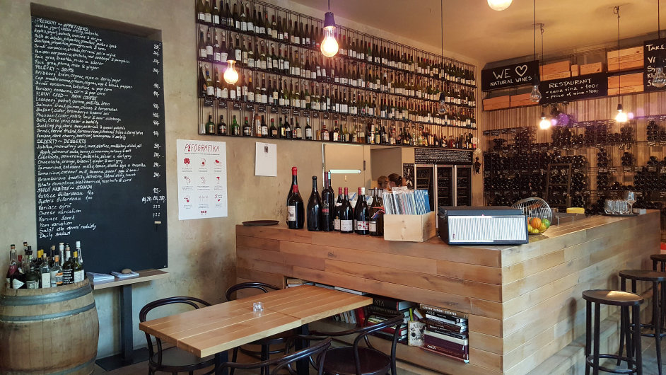 Red Pif se proslavil jako vinné bistro se zajímavými anetuctovými přírodními víny.