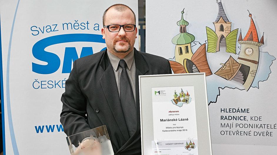 První cenu výzkumu Město pro byznys 2015 v Karlovarském kraji pro Mariánské Lázně převzal tajemník starosty Jiří Šrámek.