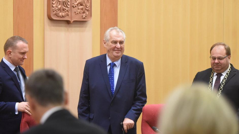 Prezident Miloš Zeman zahájil 2. listopadu návštěvou Krajského úřadu v Ostravě třídenní cestu po Moravskoslezském kraji.